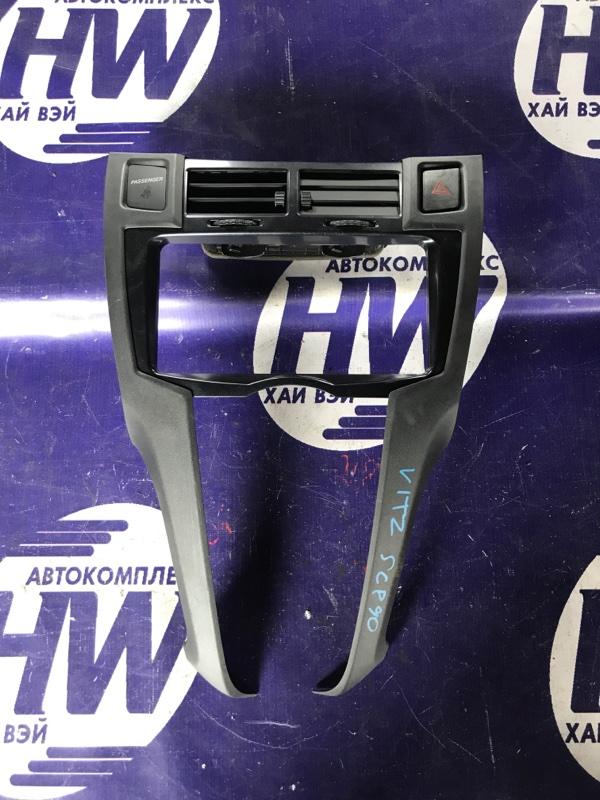 Консоль магнитофона Toyota Vitz SCP90 2SZ (б/у)