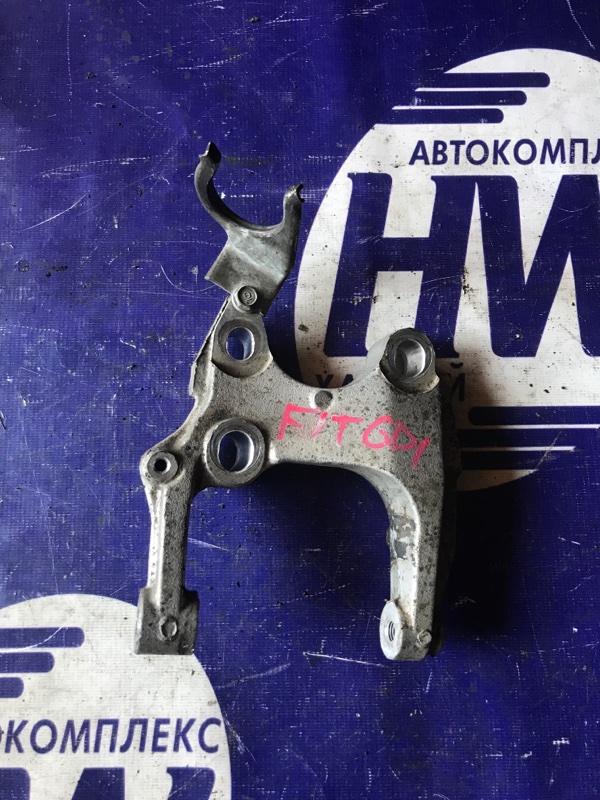 Крепление подушки двс Honda Fit GD1 L13A левое (б/у)