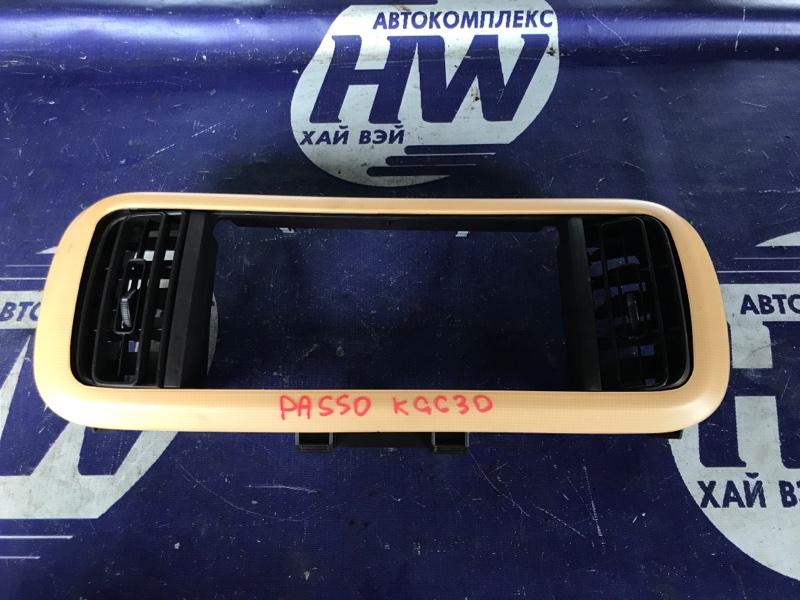 Консоль магнитофона Toyota Passo KGC30 1KR (б/у)