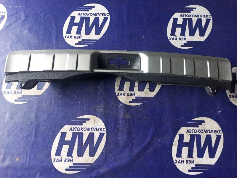 Накладка замка багажника Nissan X-Trail DNT31 M9R (б/у)