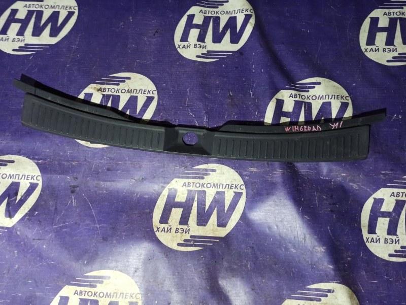 Накладка замка багажника Nissan Wingroad WFY11 QG15 (б/у)