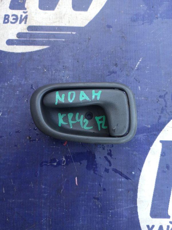 Ручка двери внутренняя Toyota Noah KR42 7K передняя левая (б/у)