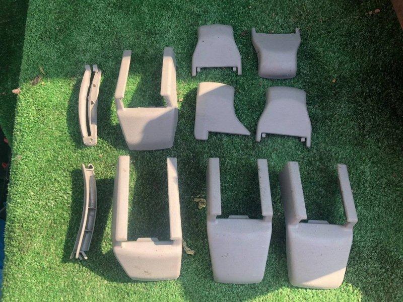 Заглушка крепления сиденья Toyota Crown Majesta GRS180 2GRFSE (б/у)