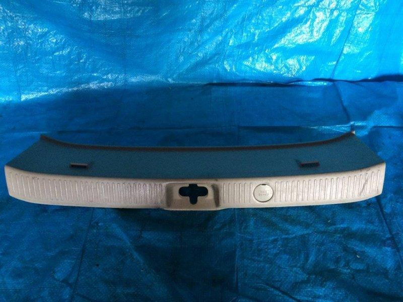 Накладка замка багажника Toyota Gaia ACM10 3SFE (б/у)