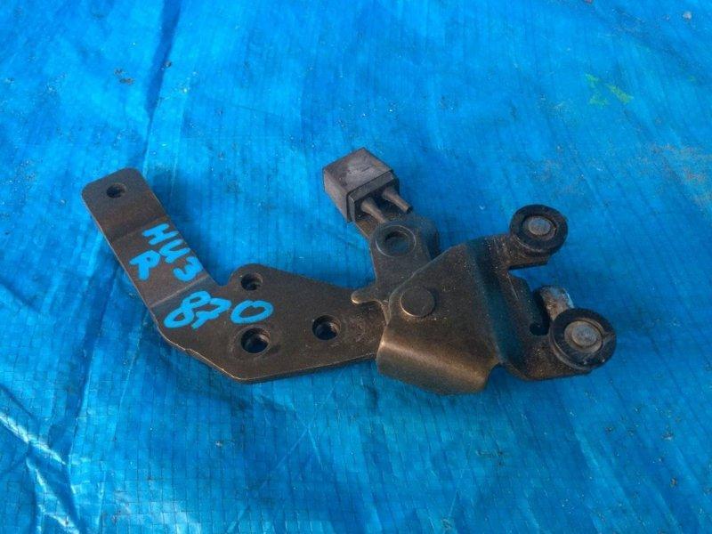 Ролик раздвижной двери Mazda Mpv LW L3 правый нижний (б/у)