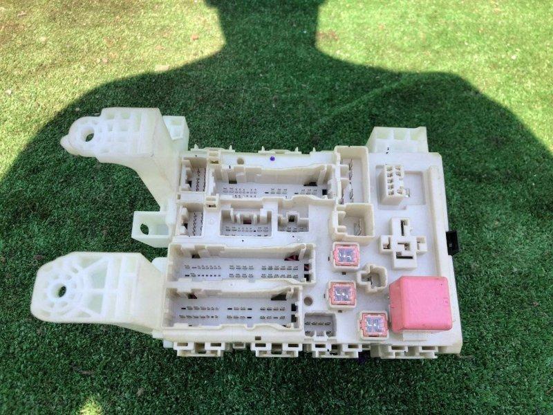 Блок предохранителей Toyota Allion ZRT265 2ZRFE левый (б/у)