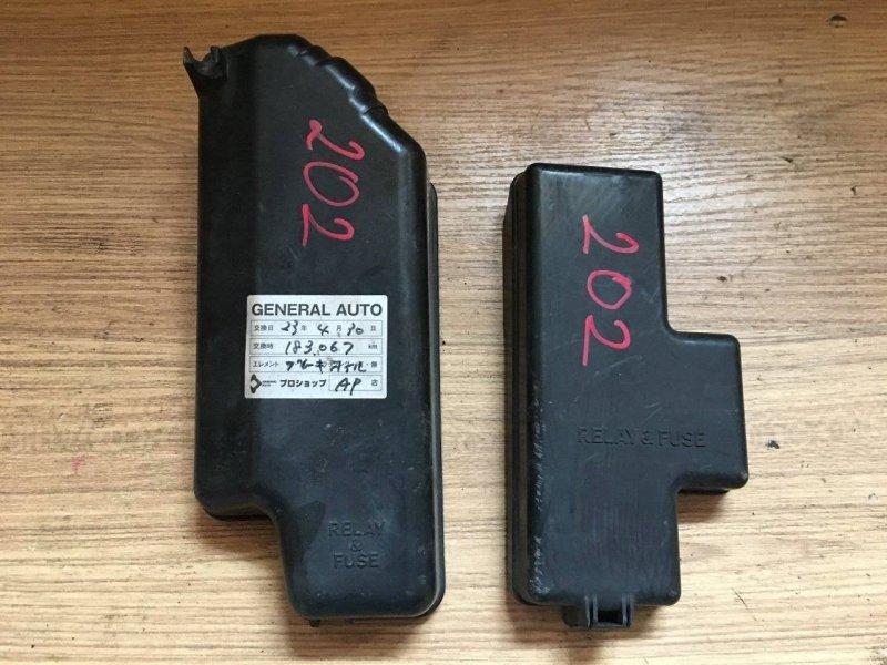 Крышка блока предохранителей Toyota Grand Hiace KCH10W 1KZTE (б/у)
