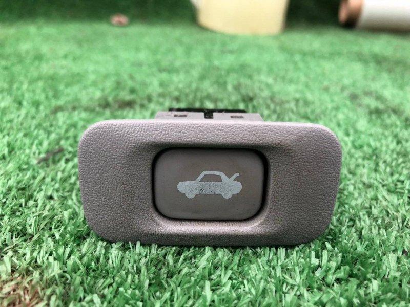 Кнопка открывания багажника Toyota Crown Majesta GRS180 1GFE (б/у)