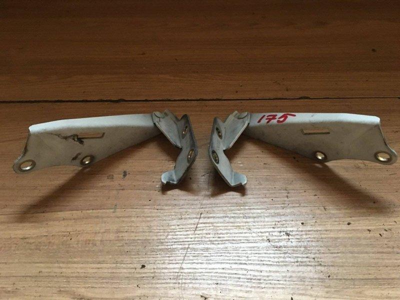 Петля капота Isuzu Fargo Filly JAVE50 (б/у)