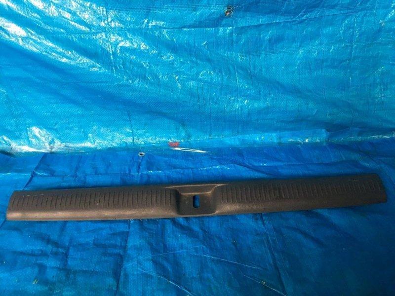 Пластик замка багажника Mazda Mpv LW L3 (б/у)