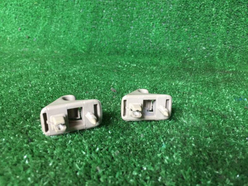 Крючок солнцезащитного козырька Toyota Mark Ii GX90 JZX90 JZX90E JZX91 JZX91E JZX93 LX90 LX90Y SX90 1GFE 1996 (б/у)