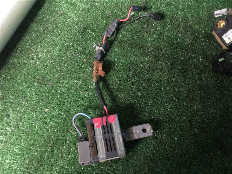 Шумоподавитель антенны Nissan Cedric ENY33 HBY33 HY33 MY33 PY33 UY33 Y33 FGDY33 FGNY33 FGY33 FHY33 PY33E JENY33 JHBY33 (б/у)