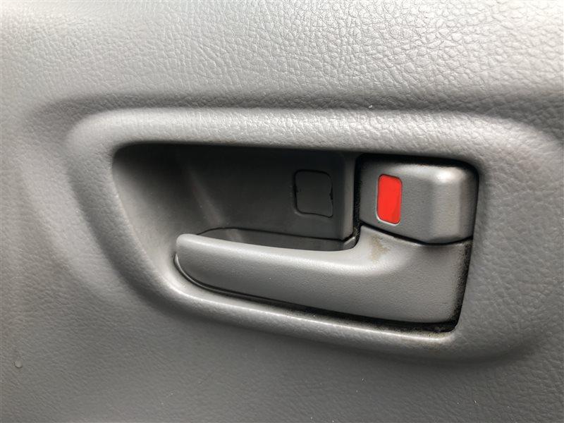Ручка двери внутренняя Toyota Noah AZR60 AZR60G AZR65 AZR65G 1AZFSE 2004 передняя правая (б/у)