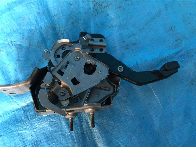 Педаль ручника Nissan Tino HV10 V10 PV10 V10M SR20DE 1999 (б/у)