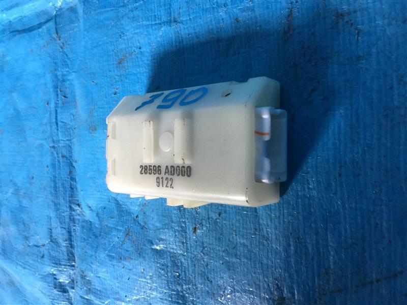 Блок управления замками Nissan Tino HV10 SR20DE 1999 (б/у)