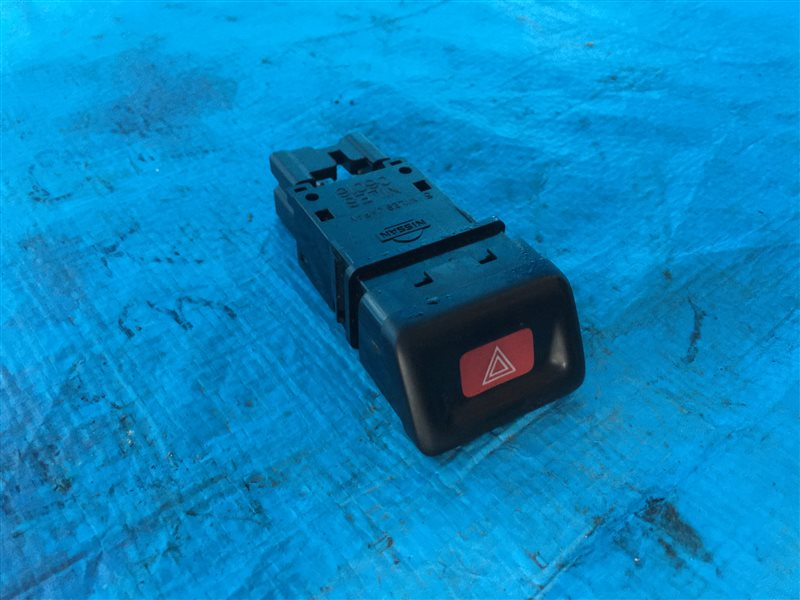 Кнопка аварийной сигнализации Nissan Cefiro A32 HA32 PA32 WA32 WHA32 WPA32 VQ20DE 1998 (б/у)