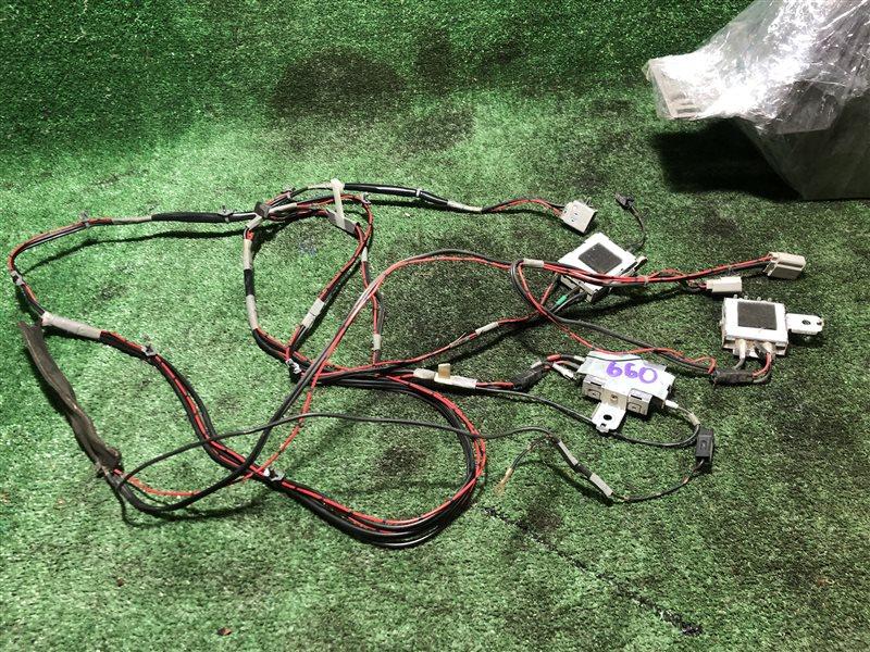Усилитель антенны Nissan Presage NU30 HU30 TNU30 TU30 U30 VNU30 VU30 KA24DE 2000 (б/у)