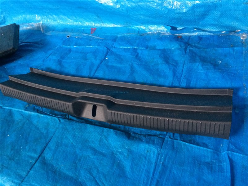 Обшивка багажника Toyota Wish ZNE14 ANE10 ANE10G ANE11 ANE11W ZNE10 ZNE10G ZNE14G 1AZFSE 1ZZFE 2003 (б/у)