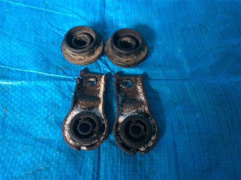 Крепление радиатора Toyota Wish ZNE14 ANE10 ANE10G ANE11 ANE11W ZNE10 ZNE10G ZNE14G 1AZFSE 1ZZFE 2003 (б/у)