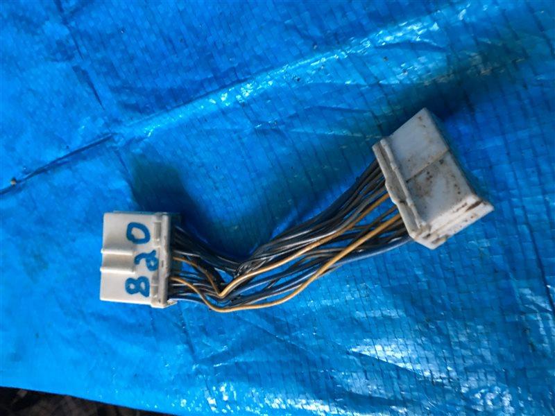 Переходник магнитолы Isuzu Bighorn UBS26GW UBS69DW UBS25GW UBS69GW UBS25DW UBS26DW UBS73DW UBS73GW 4JX1 (б/у)