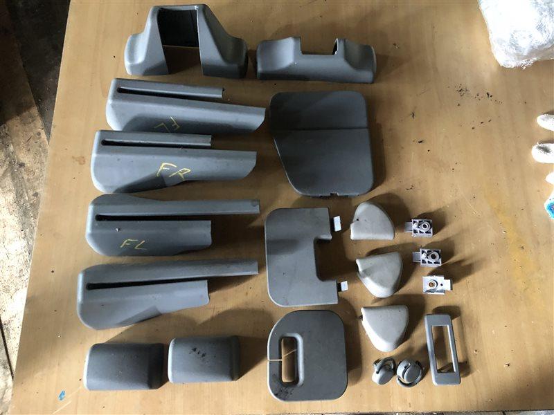Заглушка крепления сиденья Nissan Presage NU30 HU30 TNU30 TU30 U30 VNU30 VU30 KA24DE 2000 (б/у)
