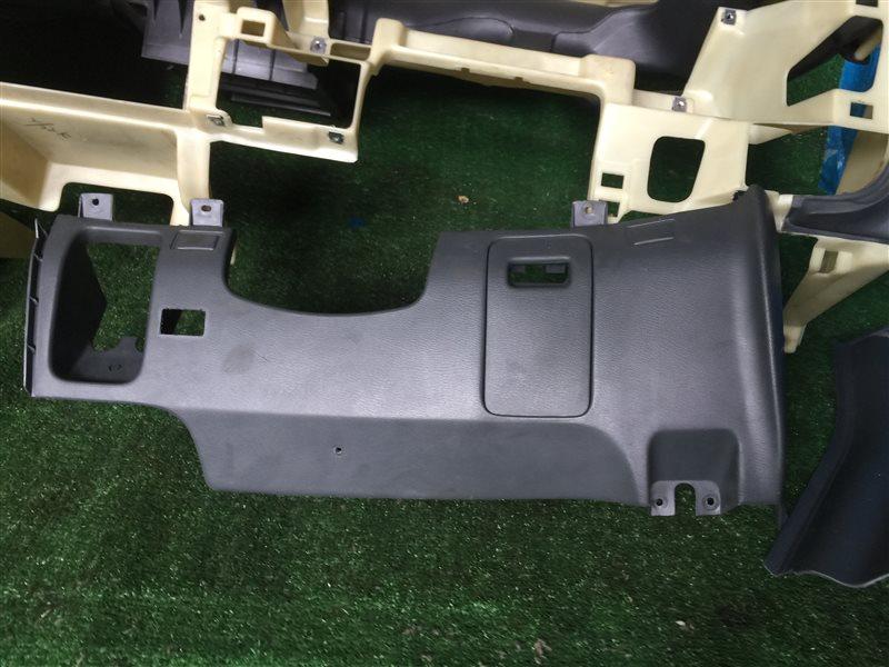 Пластик под руль Nissan Largo CW30 NCW30 NW30 W30 VNW30 VW30 KA24DE 1999 (б/у)
