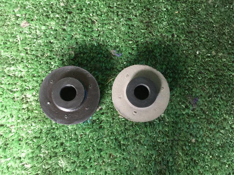 Крепление радиатора Nissan Largo CW30 NCW30 NW30 W30 VNW30 VW30 KA24DE 1999 нижнее (б/у)