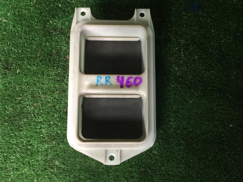 Клапан вентиляции крыла Nissan Largo CW30 NCW30 NW30 W30 VNW30 VW30 KA24DE 1999 задний правый (б/у)