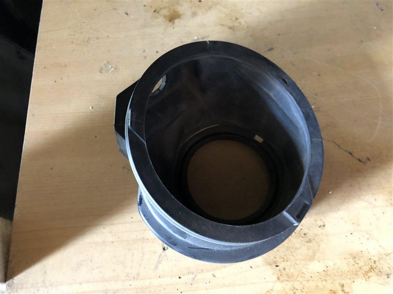 Защита горловины бензобака Toyota Crown GS171 GS171W JKS175 JZS171 JZS171W JZS173 JZS173W JZS175 JZS175W JZS179 1JZGE (б/у)