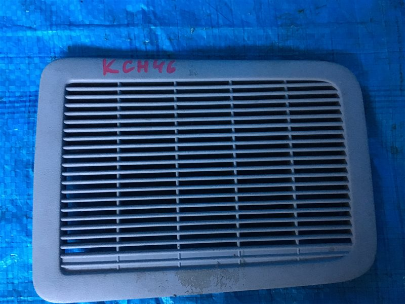 Решетка вентиляционная Toyota Regius KCH40 KCH40W KCH46 KCH46W LXH43 LXH49 RCH41 RCH41W RCH47 RCH47W 1KZTE (б/у)