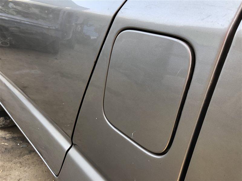 Лючок топливного бака Toyota Grand Hiace KCH40 KCH40W KCH46 KCH46W RCH41 RCH41W RCH47 RCH47W KCH16 VCH16 KCH10 KCH10W KCH12  (б/у)