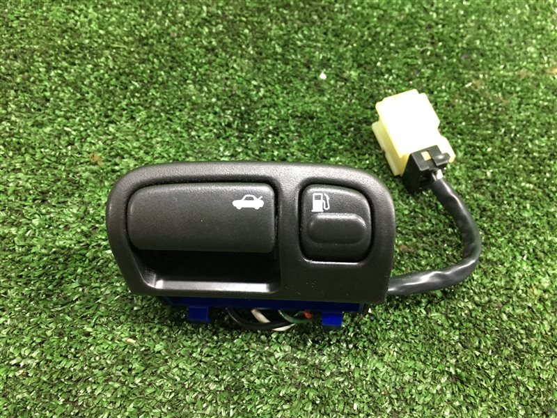 Кнопка открывания багажника Nissan Cefiro A32 HA32 PA32 (б/у)