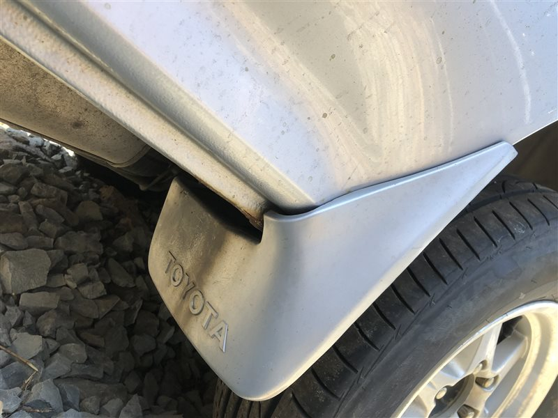 Брызговик Toyota Hiace KZH106W KZH100 KZH100G KZH106 KZH106G LH100 LH100G LH102 LH102V LH103 LH103V LH104 LH105 LH107 LH107G LH107W (б/у)