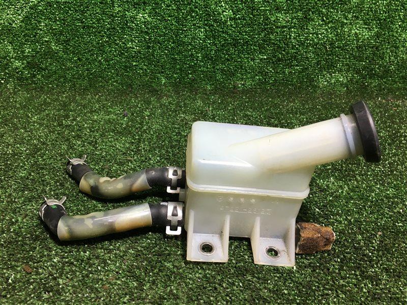 Бачок для тормозной жидкости Toyota Hiace KZH106 KZH106G KZH106W BU306 KDY240 KDY241 KDY290 LY240 LY290 XZC605 XZU306  (б/у)