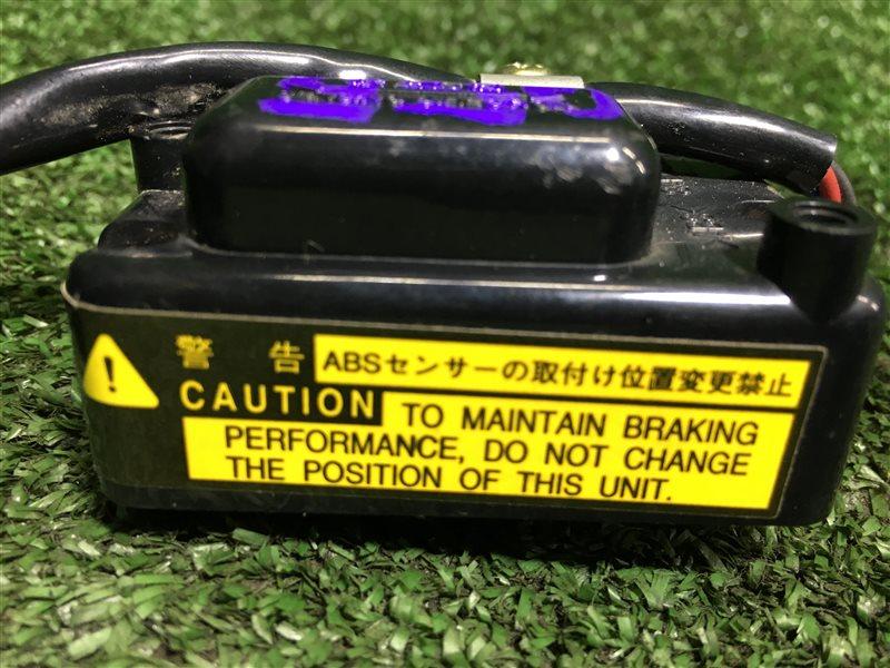 Датчик замедления Toyota Hiace KZH106 KZH106G KZH106W 1KZTE (б/у)