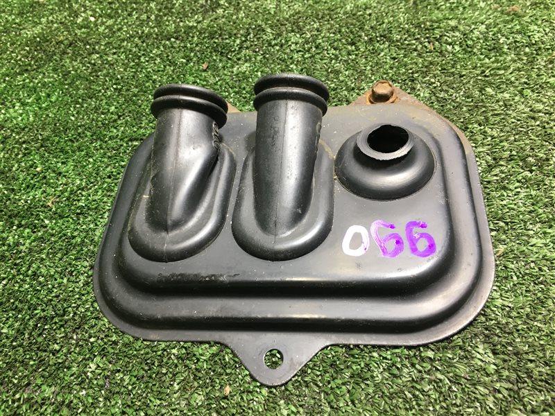 Пыльник трубок кондиционера Toyota Hiace KZH106 KZH106G KZH106W BU306 KDY240 KDY241 KDY290 LY240 LY290 XZC605 XZU306 (б/у)