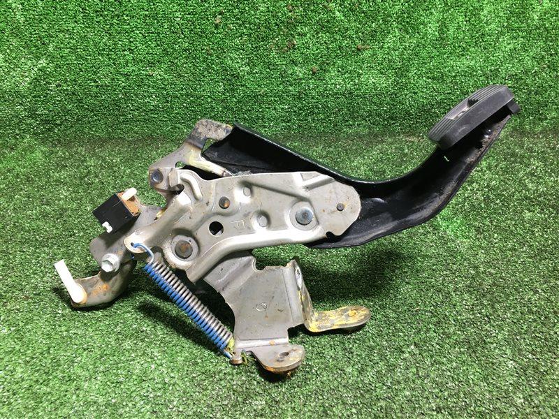 Педаль ручника Toyota Hilux Surf TRN215 GRN215 GRN215W KDN215 KDN215W RZN210 RZN210W RZN215 RZN215W TRN210 TRN210W TRN215W VZN210  (б/у)