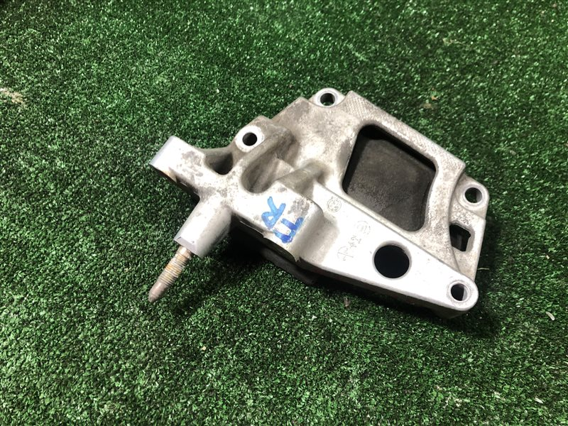 Кронштейн опоры двигателя Nissan Primera HP12 QR20DE правый (б/у)