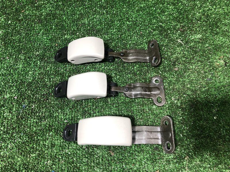 Крепление бокового стекла Toyota Lite Ace Noah CR50 SR50 CR40 CR40G CR41 CR42 CR50G CR51 CR52 KR41 KR42 KR52 SR40 SR40G  (б/у)