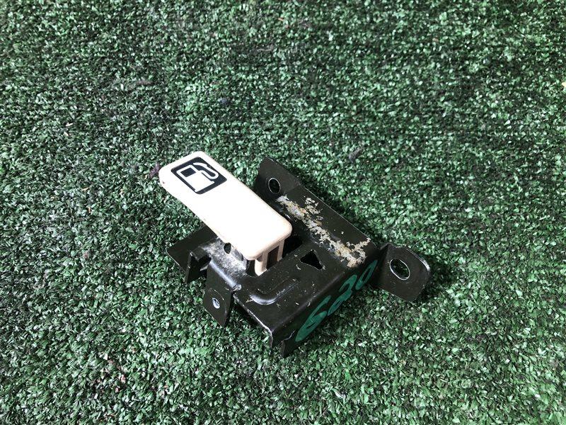 Ручка открывания бензобака Honda Odyssey RA7 E-RA1 E-RA2 E-RA3 E-RA4 E-RA5 GF-RA3 GF-RA4 GF-RA5 GH-RA6 GH-RA7 GH-RA8 (б/у)