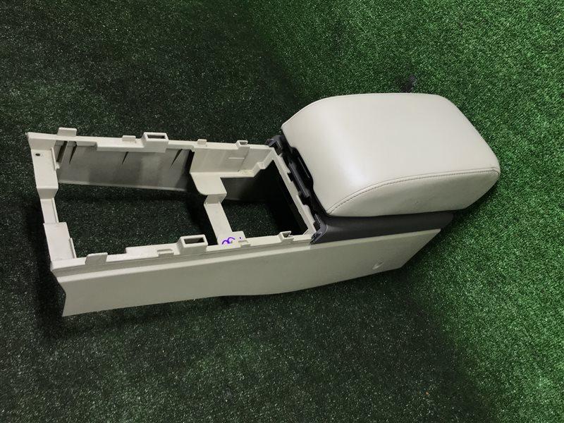 Подлокотник Nissan Skyline V35 CPV35 HV35 NV35 PV35  HM35 M35 NM35 PM35 PNM35 VQ25DD (б/у)