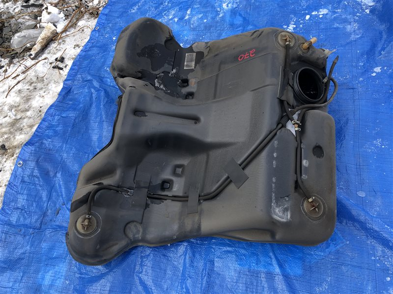 Топливный бак Nissan Laurel HC35 GC34 GC35 GCC34 GCC35 GNC34 GNC35 HC34 ECR33 ENR33 ENR34 ER33 ER34 HR33 HR34 R34 CS14 S14 S15 (б/у)