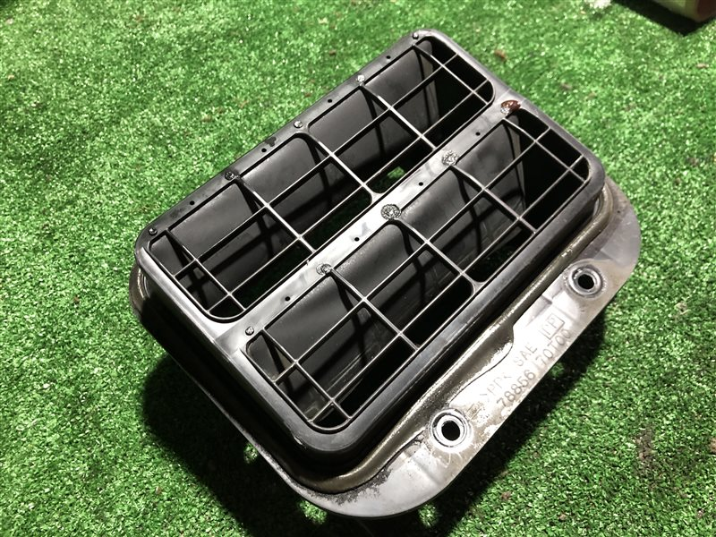 Клапан вентиляции крыла Nissan Laurel HC35 GC34 GC35 GCC34 GCC35 GNC34 HC34 SC34 SC35 BCNR33 ECR33 ENR33 ER33 ER34 HR33 (б/у)