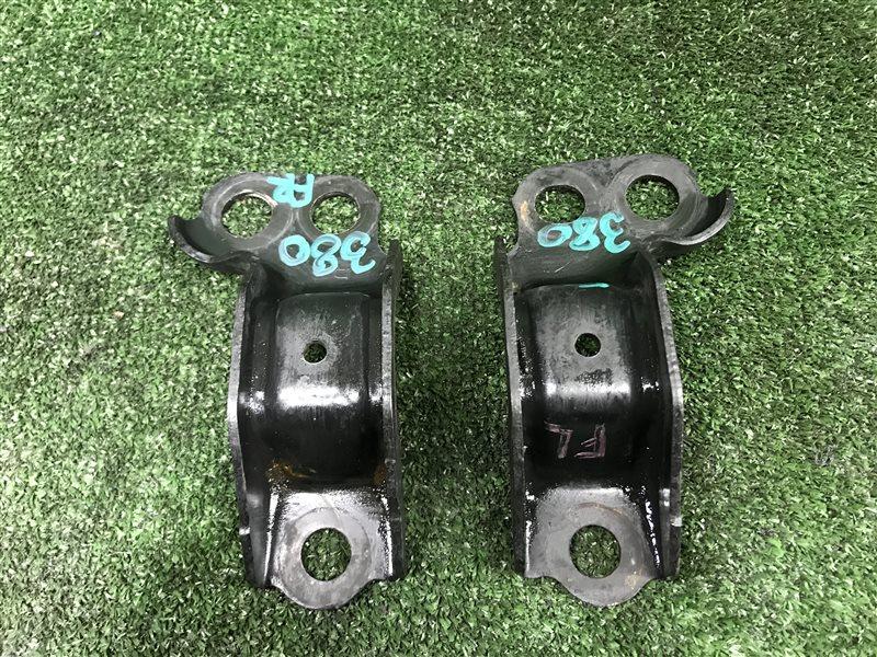 Крепление рычага Honda Cr-V RD1 E-RD1 GF-RD1 GF-RD2 B20B переднее (б/у)