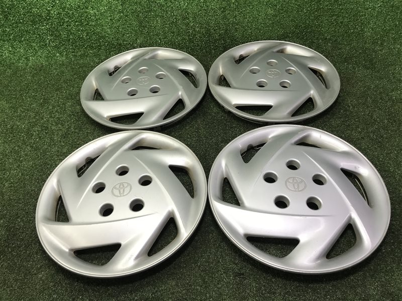 Колпаки Toyota Ipsum SXM15 CXM10 CXM10G SXM10 SXM10G SXM15G 3SFE 1997 (б/у)