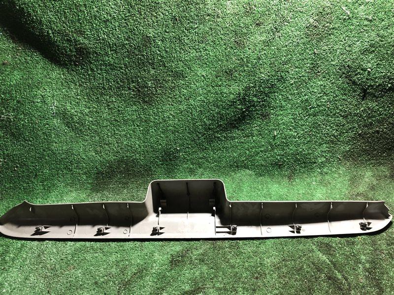 Обшивка двери багажника Nissan Cube BNZ11 (б/у)