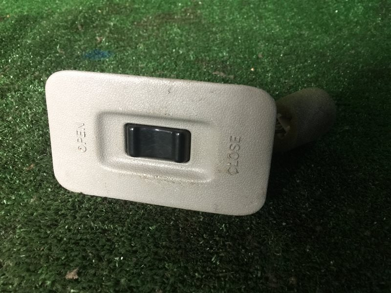 Кнопка управления люком Toyota Grand Hiace KCH40 (б/у)