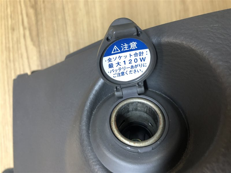 Гнездо прикуривателя Toyota Isis ANM10 (б/у)
