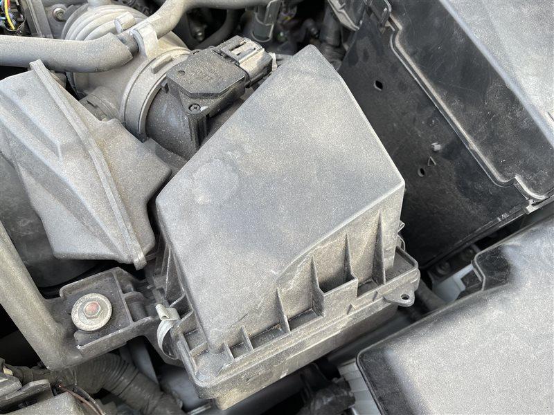 Корпус воздушного фильтра Mazda Premacy CWEFW LFVD 2011 (б/у)