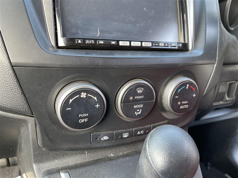 Блок управления климат-контролем Mazda Premacy CWEAW LFVD 2011 (б/у)